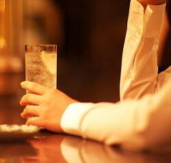 アルコールにより睡眠の質が低下 夕方以降の飲酒に注意