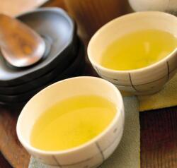 緑茶、コーヒーを毎日飲むと脳卒中リスクが低下