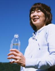夏の水分補給が脳と心臓を守る 「水を飲む習慣」で予防