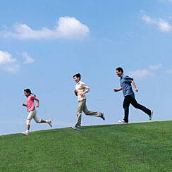 ランニングとウォーキング 効果的な運動はどちら?