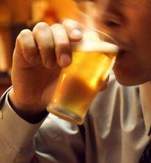 お酒を飲むと顔が赤くなる人は高血圧に注意 毎日の飲酒は危険