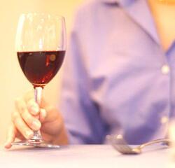 女性の飲酒 大量飲酒で脳卒中リスクが2.3倍に上昇