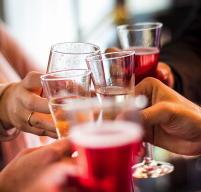 アルコールと健康の関係は? 「酒は百薬の長」は本当か