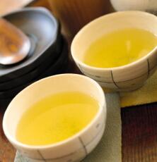 緑茶やコーヒーを飲んで健康管理 糖尿病や脳卒中のリスクを低減