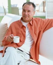 「孤食」の高齢男性は2.7倍うつになりやすい 「共食」を進める施策が必要