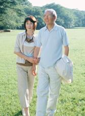 「平均寿命」と「健康寿命」の差 男性9年 女性13年