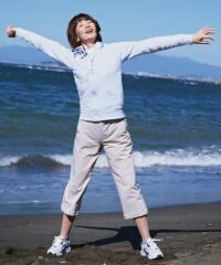 乳がんリスクを下げる対策法 座ったまま過ごす時間を減らし運動を