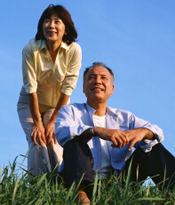 座っている時間が長いと健康リスクに 高齢者で身体障害が増加
