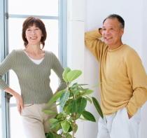 孤独な高齢者の医療費は上昇 高齢者の孤立を防ぐ効果的な介入が必要