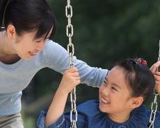 子育て中にがんを発症する親が年間5万人超 子供へのケアも必要