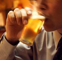 アルコールを1日3杯以上飲むと肝臓がんのリスクは上昇