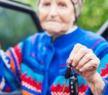 高齢者が運転をやめると健康状態が低下 抑うつリスクが2倍に上昇