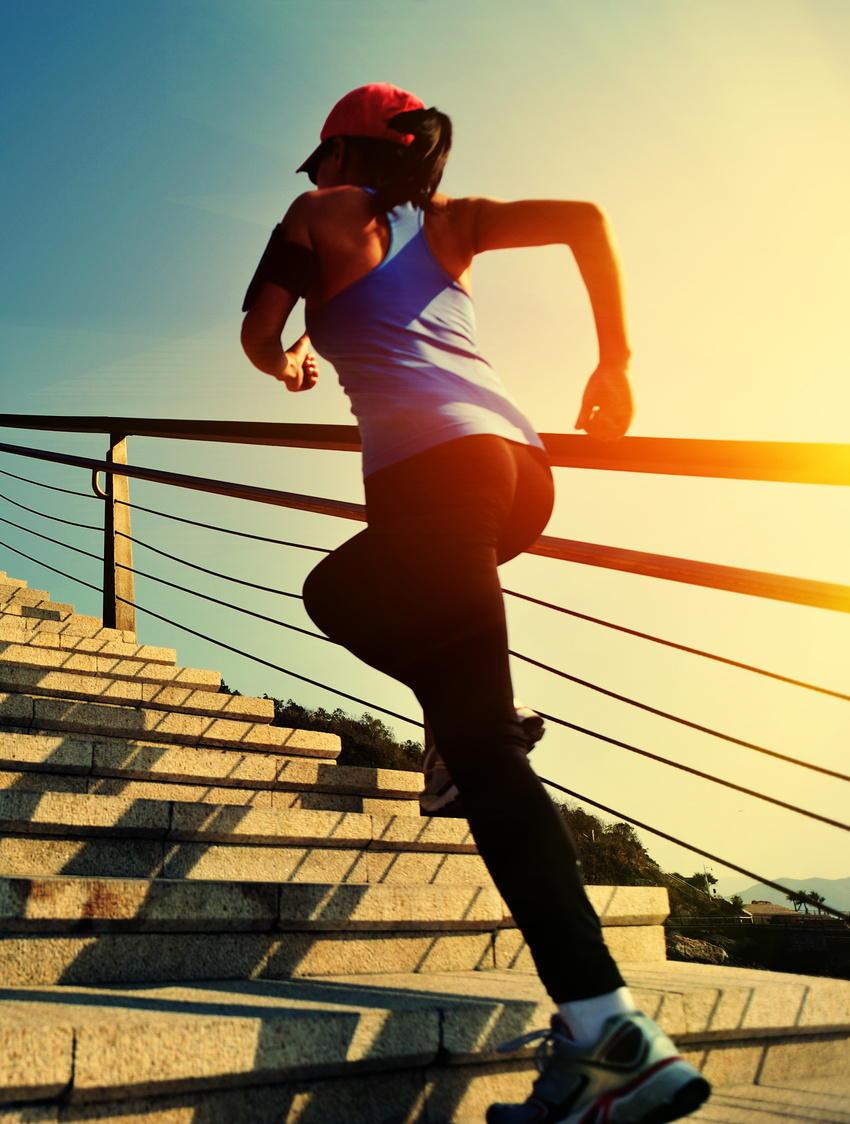 ウォーキングが脳を若々しく保つ 活発な運動が認知症の予防に効果的