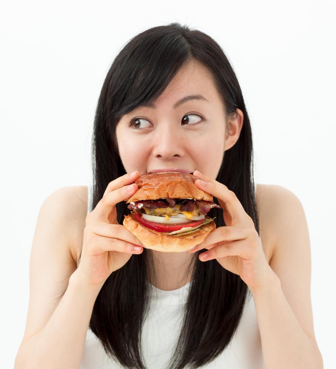 「ファストフード」は健康的になったのか? 30年間の調査でカロリーと塩分が増えているとの結果に