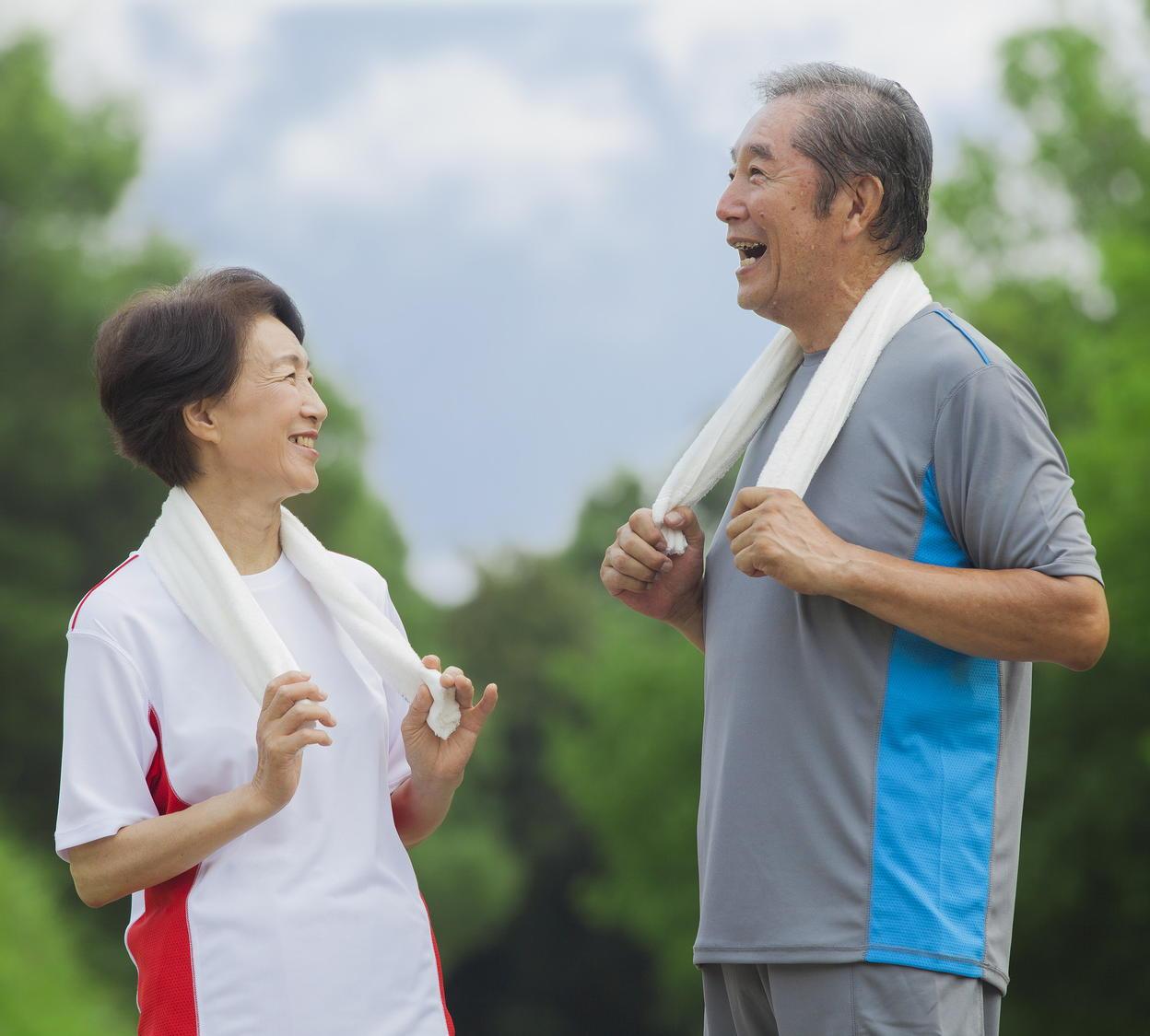 高齢者が働く理由は「体に良い」「老化を防ぐ」 介護中の離職は深刻