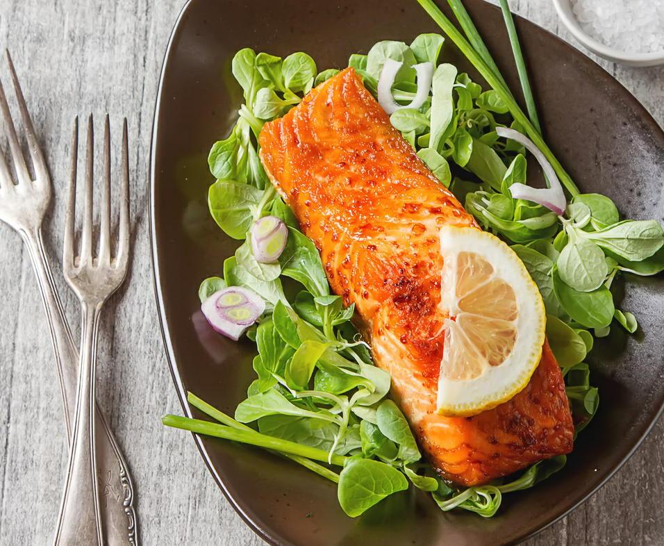 魚で糖尿病網膜症リスクが低下 週に2回食べると効果的