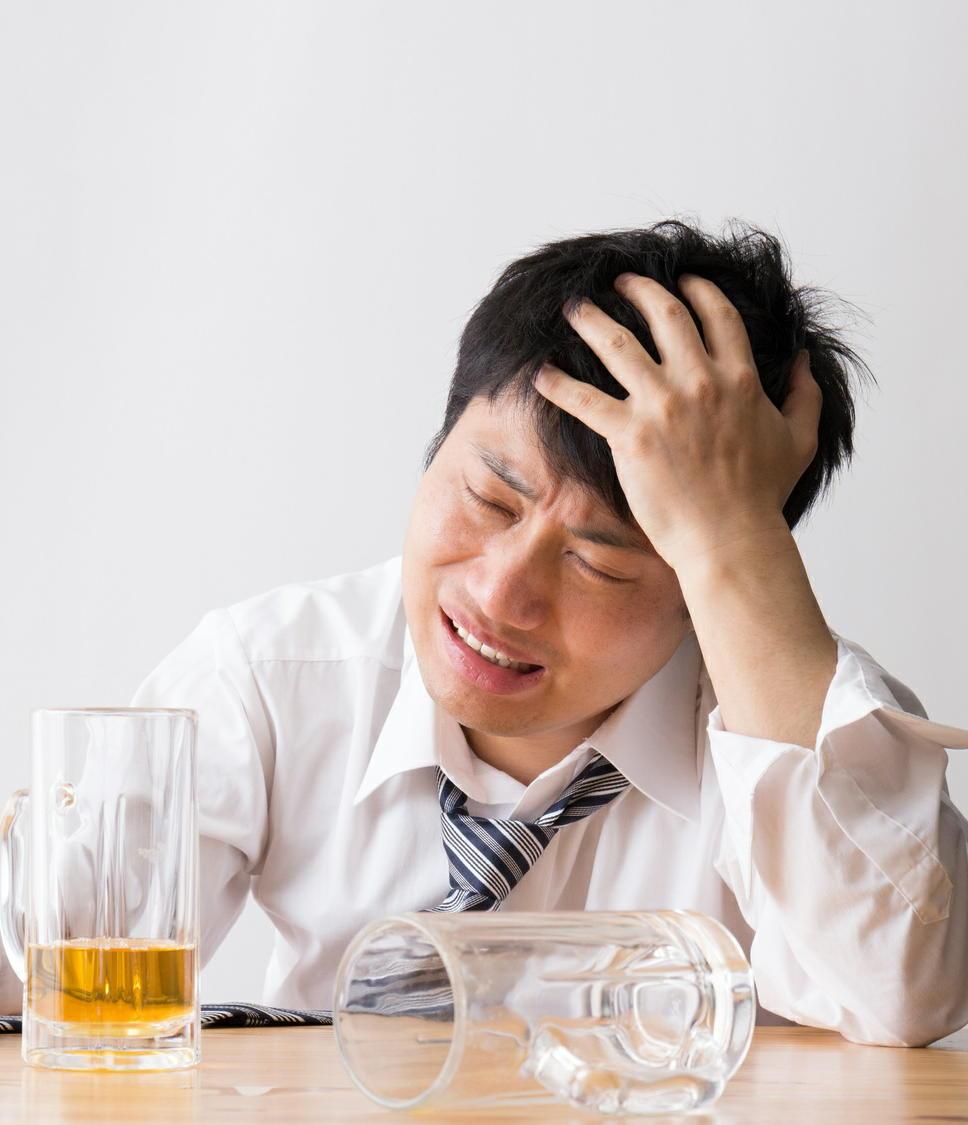 アルコール依存症の飲酒量を低減する薬が登場 飲酒の1~2時間前に服用
