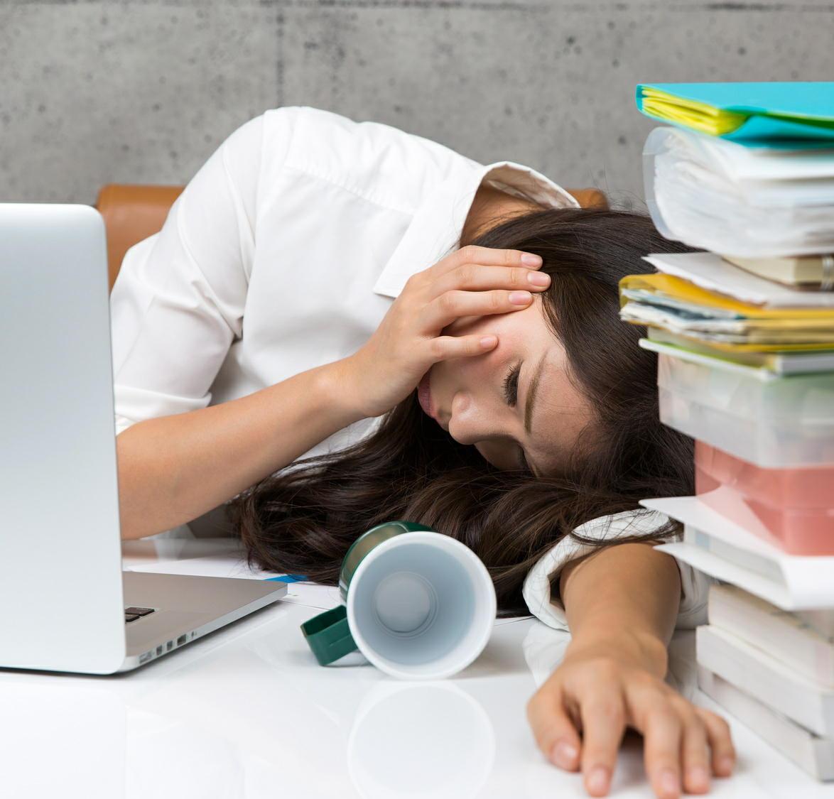精神疾患の労災認定の5割は20~30代の若者 ストレスチェックが必要