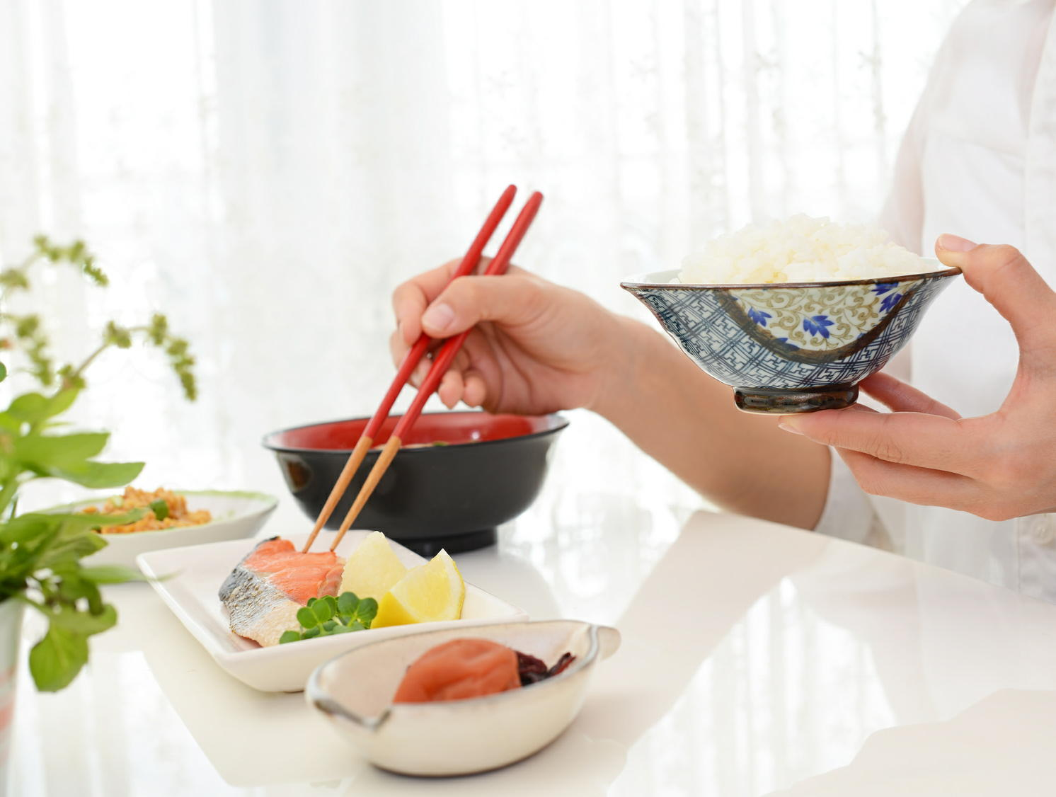 魚のDHAやEPAは朝に摂ると良い 「時間栄養学」が脂質代謝にも影響