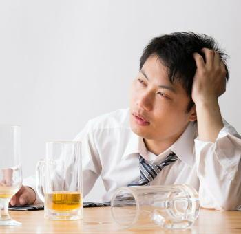 お酒を飲むと顔が赤くなる人は注意 飲み過ぎると怖い「がんリスクの上昇」