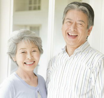 高齢者の難聴は「外出活動制限」「心理的苦痛」「もの忘れ」を増やす 13万人強を調査