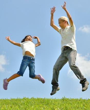 大人になってからの肥満や骨粗鬆症を防ぐために、子供の頃から栄養・運動を改善する必要がある