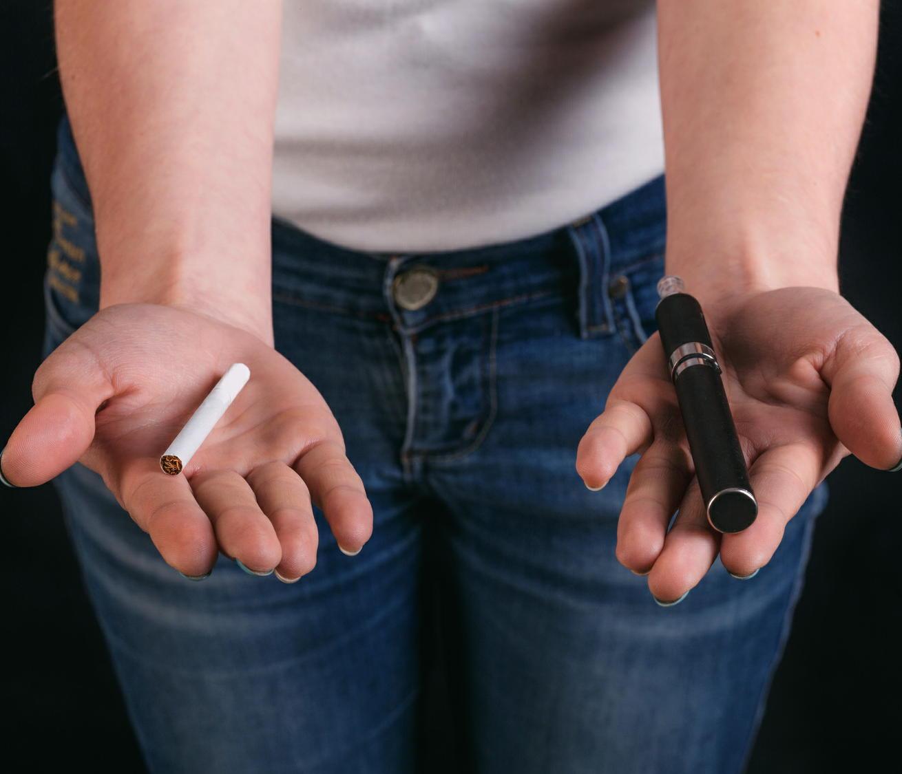 「電子たばこ」は禁煙の成功率を低下させる 禁煙治療を遠ざけるおそれ