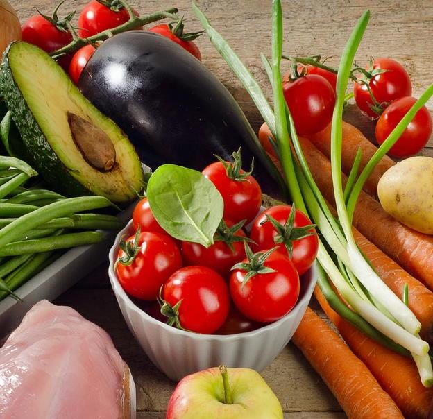 2017年国民健康・栄養調査(2) 食事エネルギー量は60歳代が最多 外出しない高齢男性が低栄養に