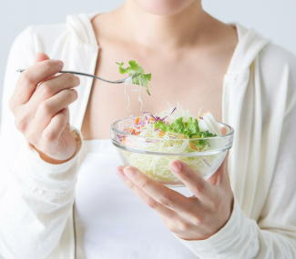 野菜を食べると体重が減りやすい 日本人5万人超を調査 果物の食べ過ぎには注意