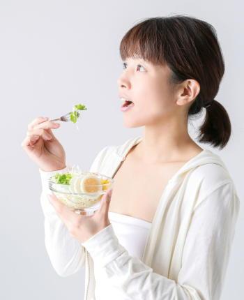 「よく噛んで食事をする」と食後の血糖上昇を抑えられる 「よく噛む」食事法は朝と夜で効果に差が