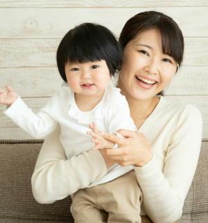 「母親が乳児を抱っこしながら深呼吸」は効果がある 乳児の生理的活動が活発に 心身の発達に影響