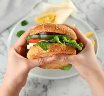 「低炭水化物ダイエット」がメタボや肥満のリスクを減少 ただし長期の安全性には疑問も