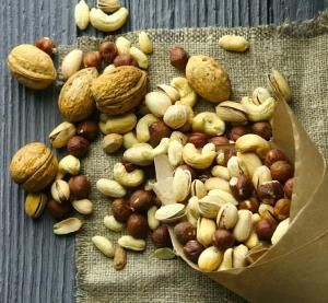 ナッツが肥満や糖尿病のリスクを低下 ジャンクフードをナッツに置き換える食事法