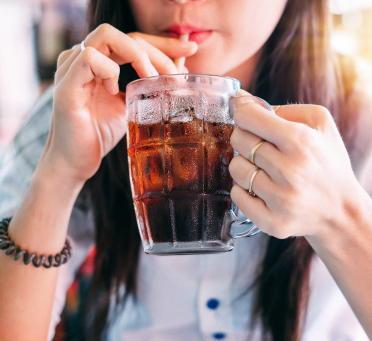 糖類の多い甘い飲み物を1日1杯飲むだけで、糖尿病や心臓病のリスクが上昇 低カロリー甘味料は効果的