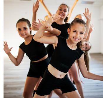 「ダンス」には認知機能を改善する効果がある 認知症予防の運動プログラムを開発
