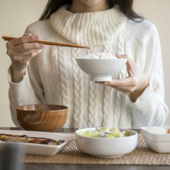 魚を食べる人は認知症になりにくい 魚の摂取量が多いと認知症リスクが61%低下 日本人を対象に調査