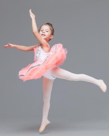 12歳までの児童期に運動をすると中高齢期の認知機能の維持・増進につながる 脳内ネットワークの最適化が促される