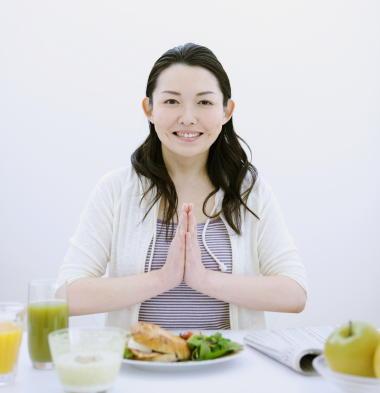 女性は食事からメンタルヘルスの影響を受けやすい 不健康な食事は精神的苦痛につながる