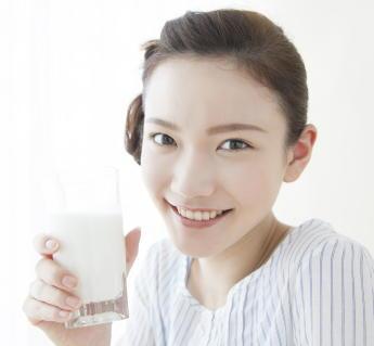 牛乳がメタボ・糖尿病・高血圧のリスクを減少 牛乳を飲んでいる人はコレステロールが低下