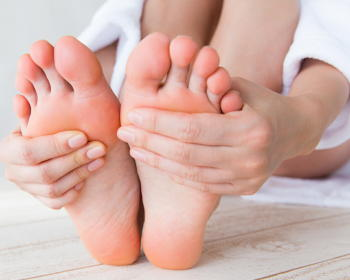 【新型コロナ】宿泊や自宅で療養している人は「エコノミークラス症候群」にご注意 予防のために「運動・水分」を